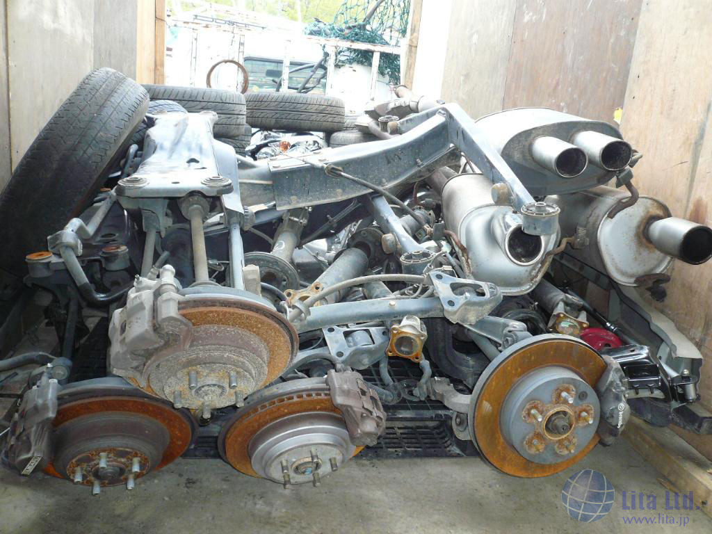 Load complete car, half cuts, dismantled parts and used auto parts in